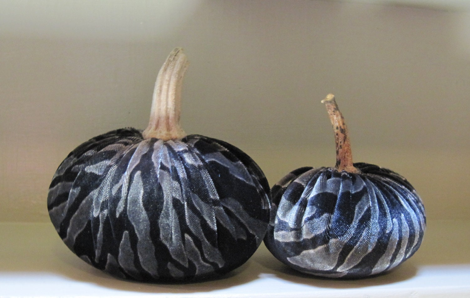 Velvet Pair of Pumpkins - MoosePondFarm