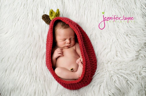 Apple Pod Cocoon Bowl Newborn Photography Prop Red apple So sweet and Comfy - YarningToBe