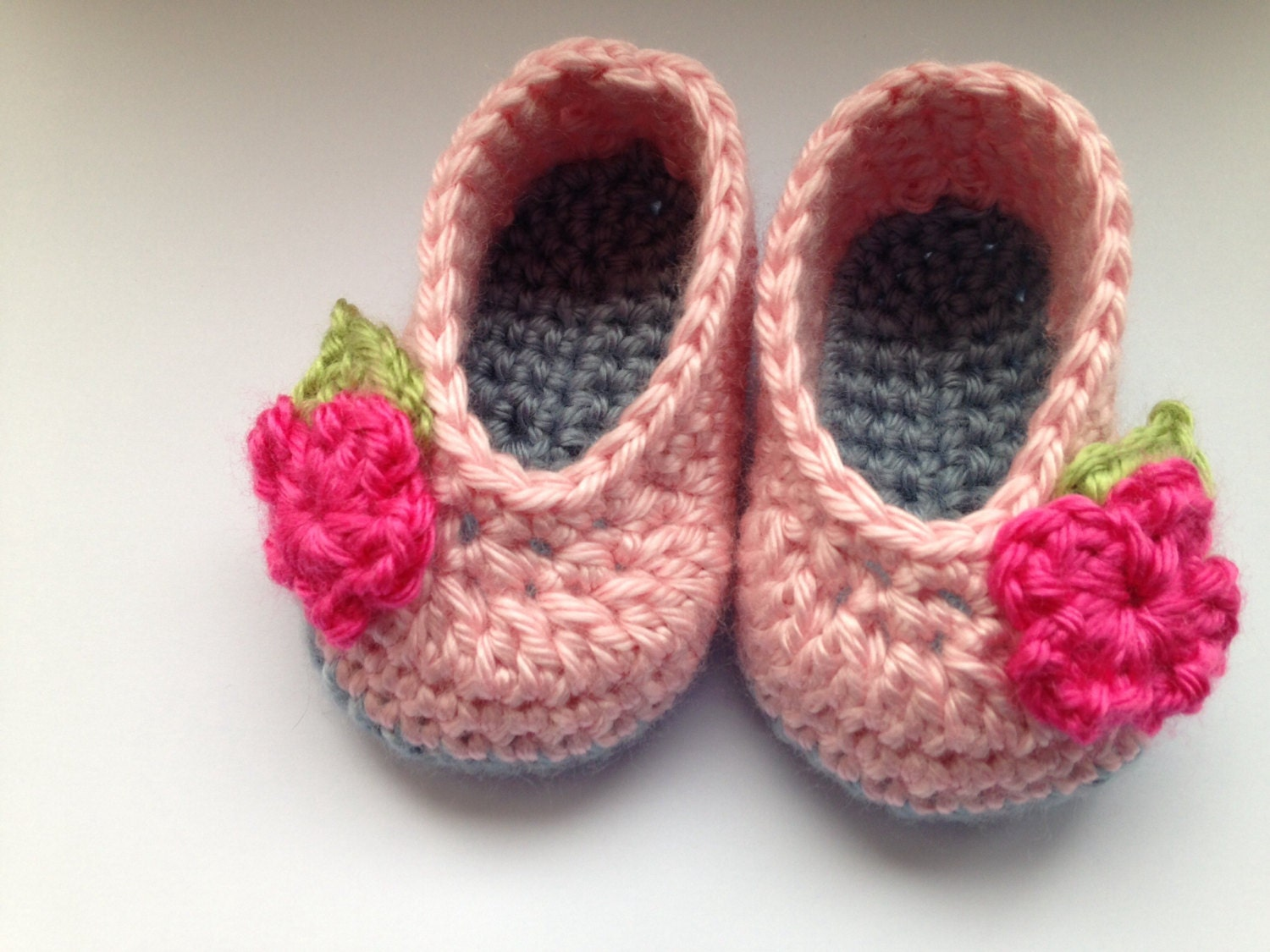 Baby shoes pink baby shoes pink baby booties crochet baby shoes pink crochet baby shoes crib shoes baby shoes baby booties