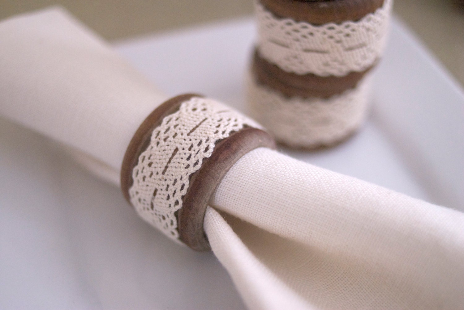Rustic and Farmhouse Chic Wooden and Vintage Lace Napkin Rings and Set of 4 Vintage Linen Napkins