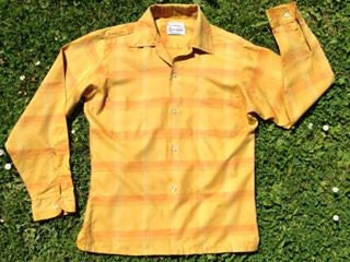 Vintage 1950s yellow gold longsleeved US American mens checked shirt from Wilshire. Mid Century Rockabilly retro style.