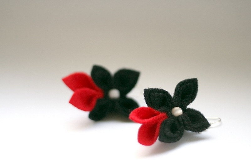 Black with Red, Flower Brooch end Earrings - GoodFloristDesign