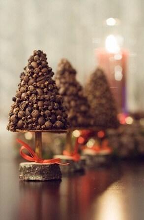 Рождественская елка, душистые ели, елочные фигурной стрижки, рождественский подарок