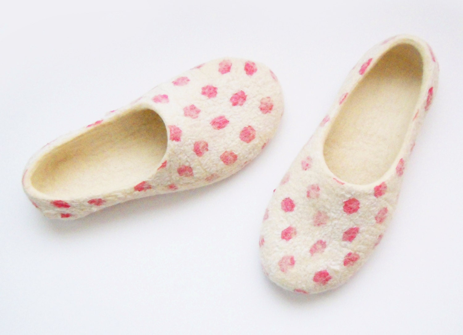 Felted summer color slippers Pink Dots. - SimplicityOfFelt