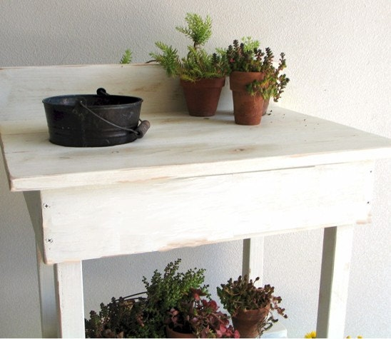 Potting Bench Cottage Chic Rusty Bucket - BluejaysWorkshop