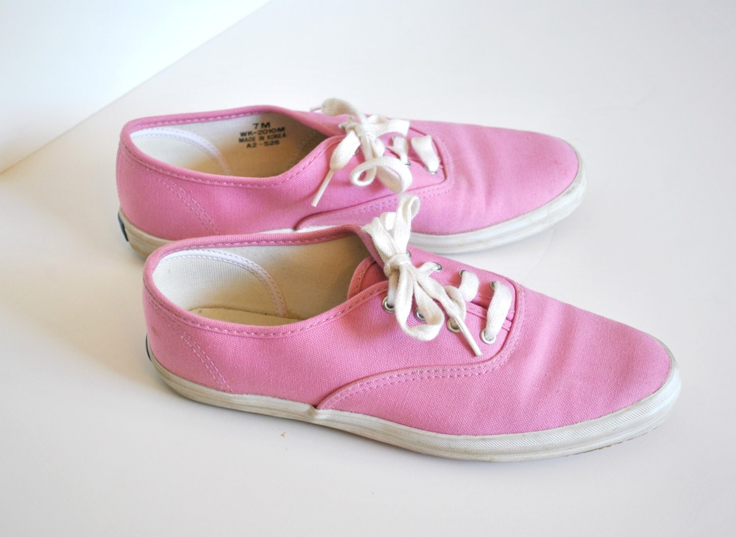 vintage pink canvas keds tennis shoes lace up by miskabelle
