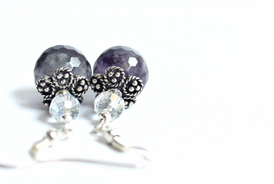 Earrings with purple faceted agates, Small earrings, Handmade, Beaded, Chic - YUKIJewellery