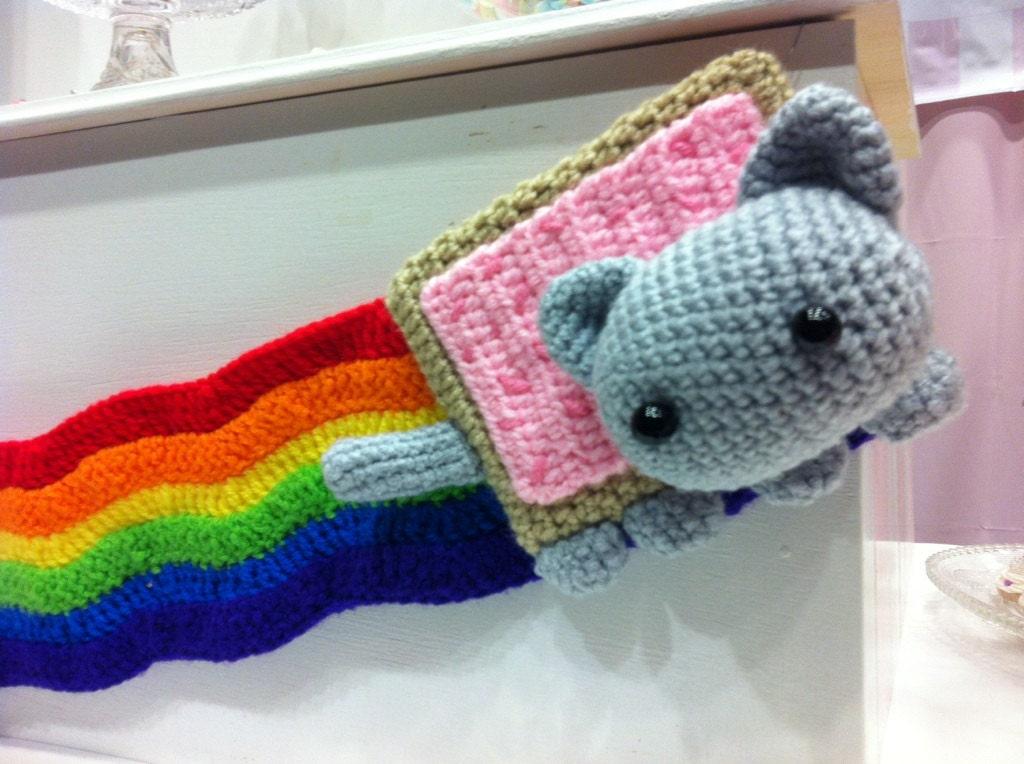 Amigurumi Alpacasso : Nyan cat amigurumi kawaii rainbow pop tart kitty by bitofsugar
