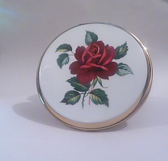 Vintage gifts for her moms  mums  sisters  girlfriends Stratton compacts red roses