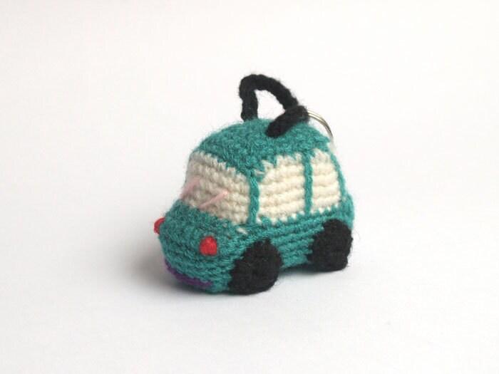 Items similar to Green crochet car - amigurumi keychain on ...