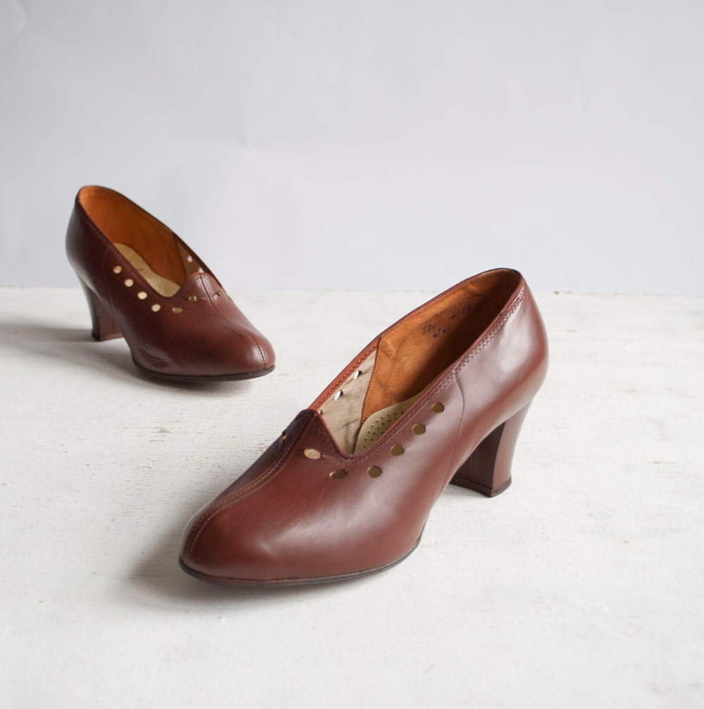 Vintage 1940s Pumps / Brown Leather / 40s by GingerRootVintage from etsy.com