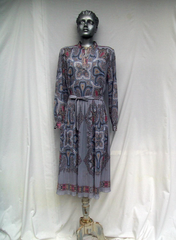 70s Gray Paisley Scarf Print Dress Pleated size Medium Large Xlarge