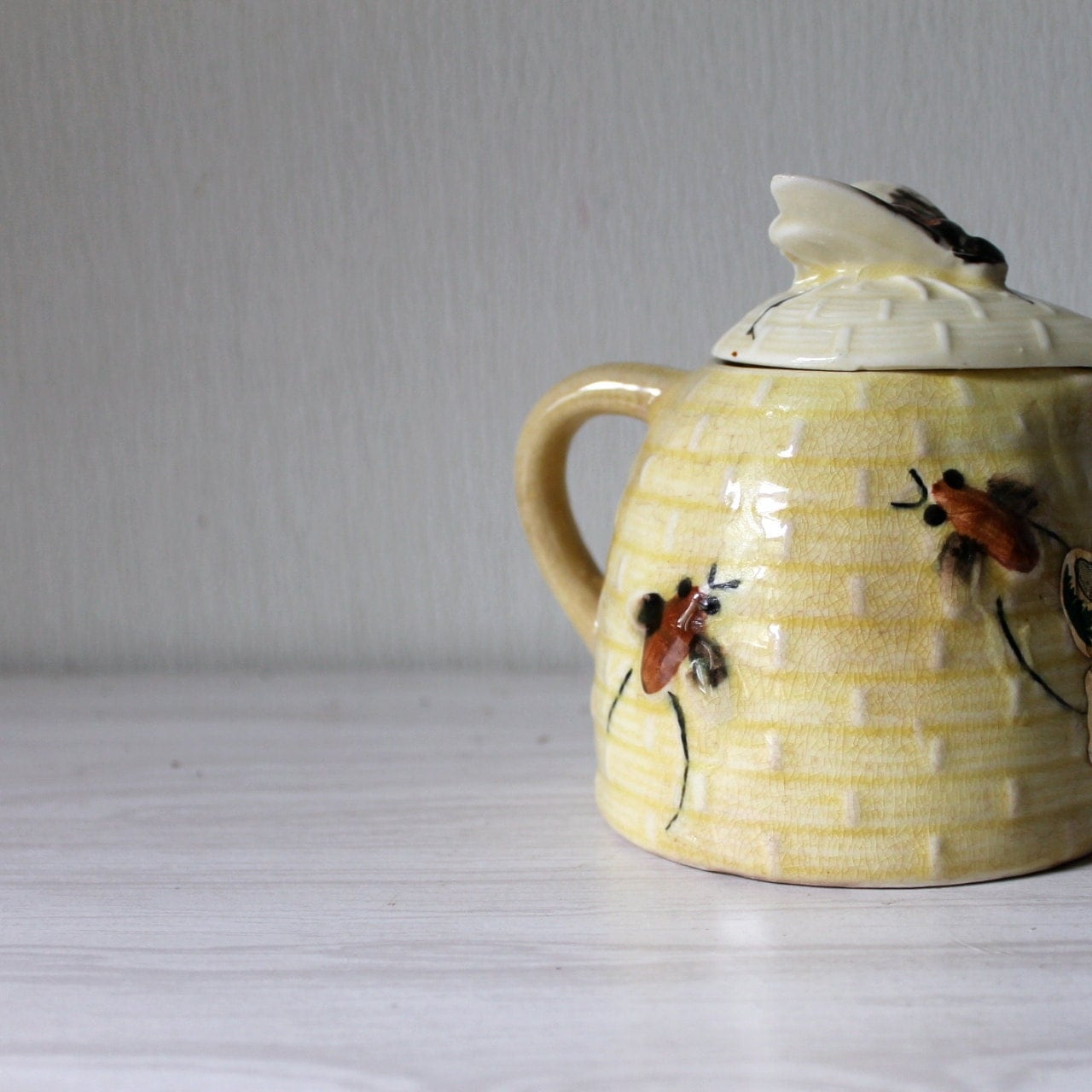 Vintage Honey Pot jar Ceramic bees bee skep theme Kitsch kitchen collectible - opendoorstudio
