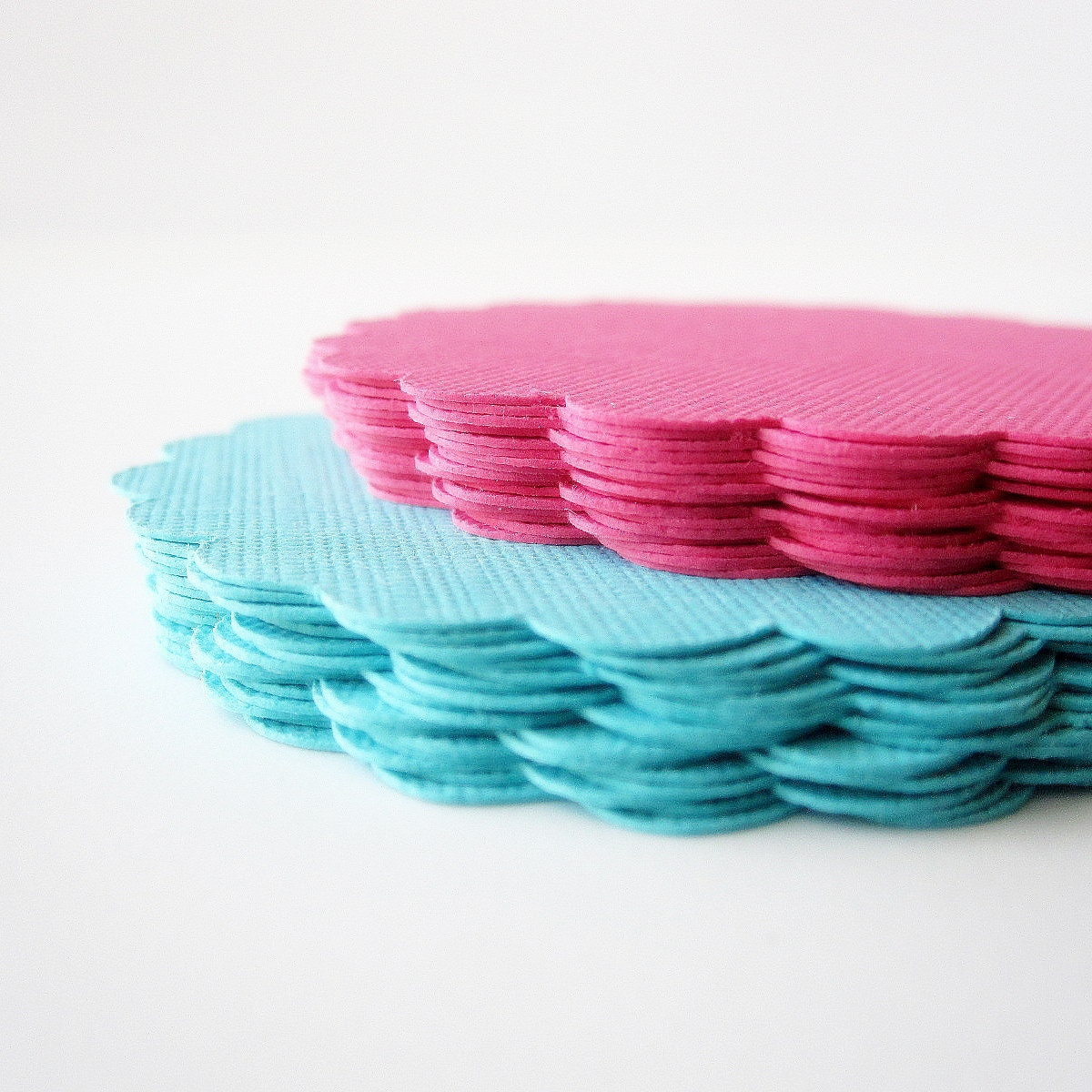 32 Scalloped Circles (2.5 inches) in Teal and Hot Pink paper Textured Cardstock - Mariapalito