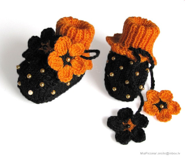 Halloween baby booties black baby girls shoes handmade halloween costume shoes girls shoes baby shoes toddler shoes / size 0-3 M