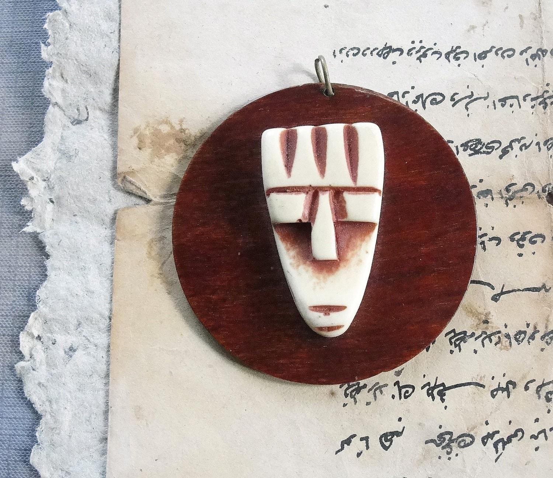 Vintage Wood Mask pendant - StarofSupplies