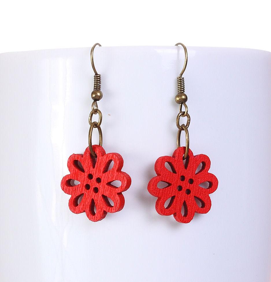 Red wood flower drop earrings (570)