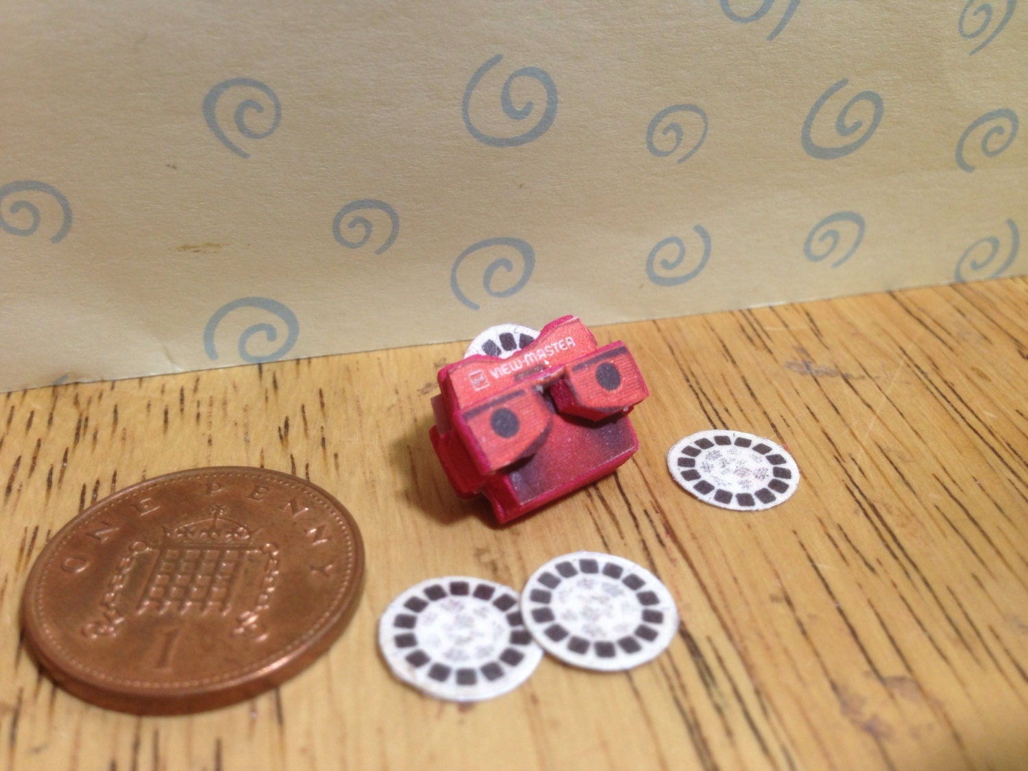 Hand made Dolls house Miniature replica view master with 3 spare disks  112 scale