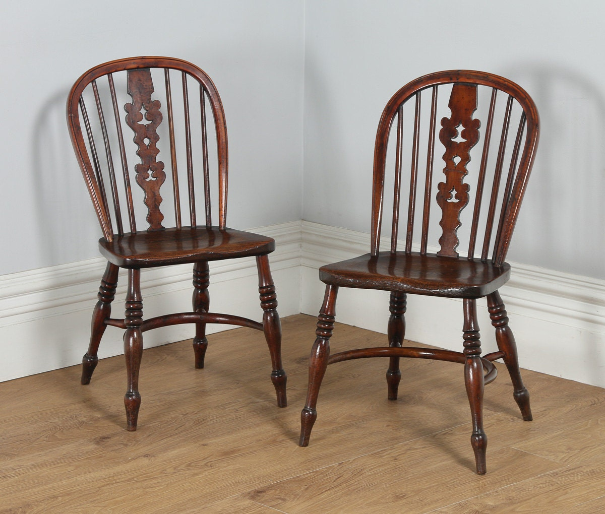 Antique Pair of Thames Valley  Windsor Yew  Elm Occasional Kitchen  Dining Side Chairs (Circa 1800)