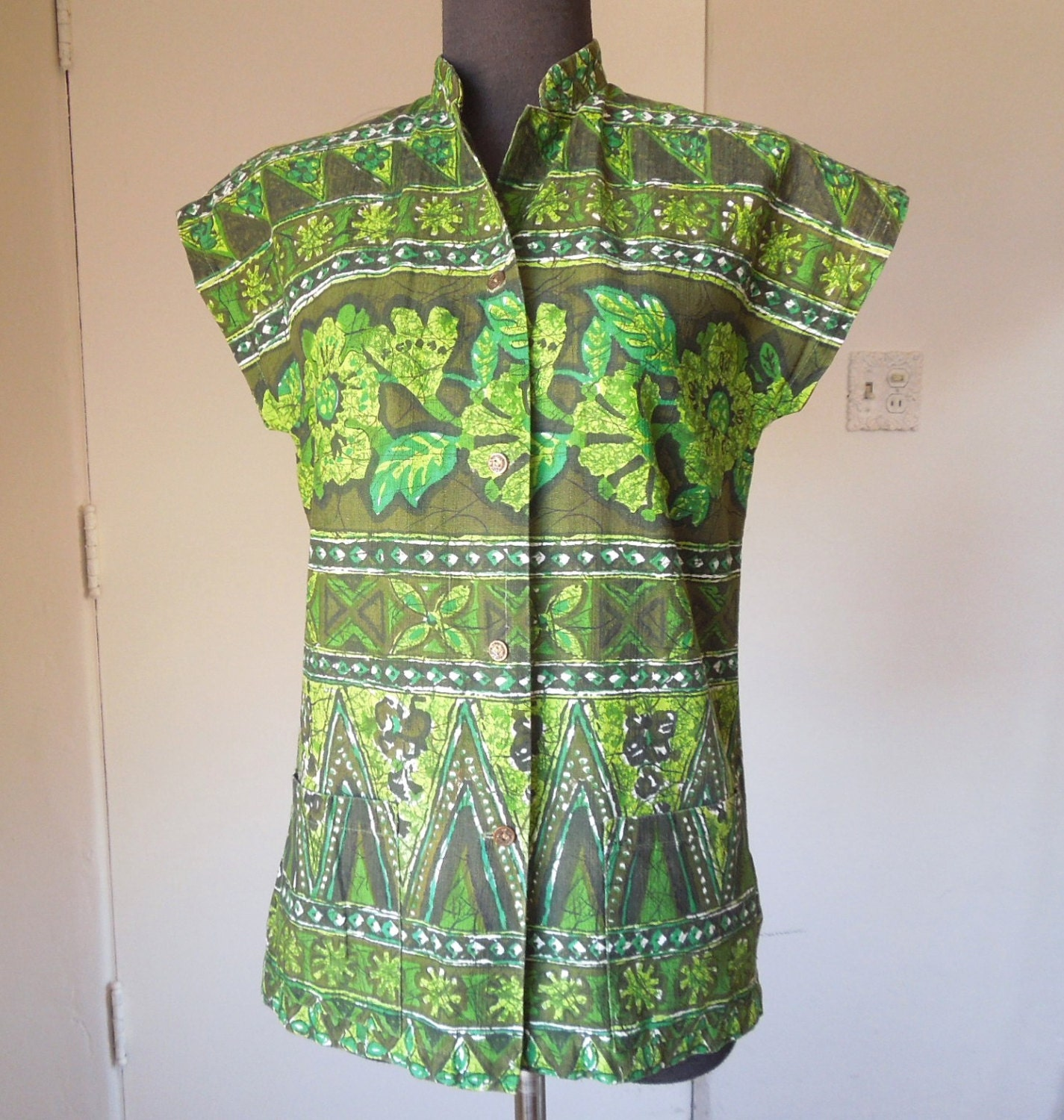 Vintage 60's Tea Timer Shirt, Hawaiian Bark-Cloth, Short Sleeve, Green and White Tropical Floral, TIKI OASIS Size Small