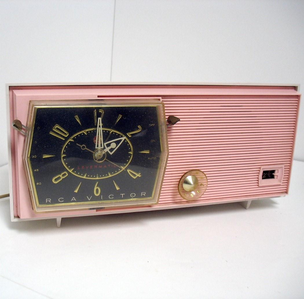 vintage rca victor pink clock radio model c 2fe by that70sshoppe. Black Bedroom Furniture Sets. Home Design Ideas