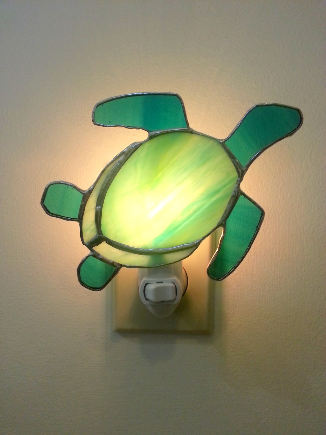 Items similar to stained glass sea turtle night light on etsy - Turtle nite light ...