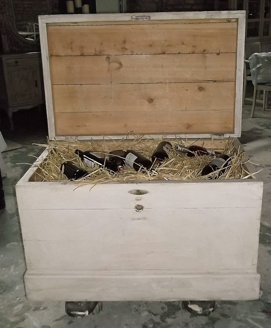 Antique Painted Shabby Chic Wooden Chest Storage Box Wine Cooler Chest Freezer Free delivery