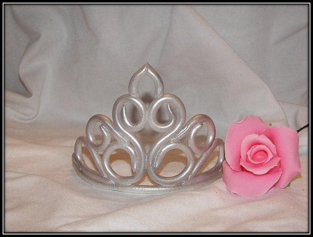 fondant crown