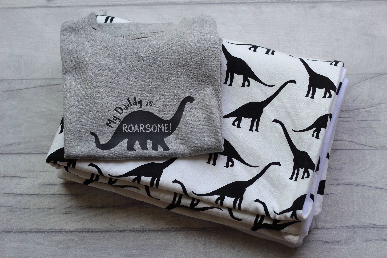 Dinosaur  new born baby gift set  personalised tshirt  tshirt  baby blanket