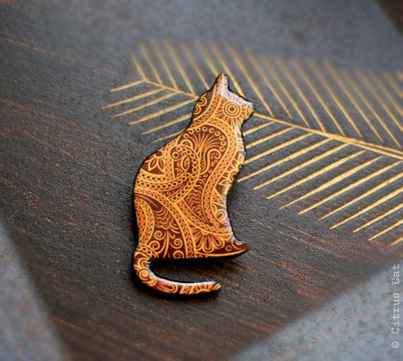 Cat brooch with Indian paisley pattern