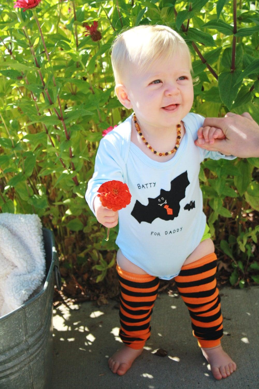 "Halloween Baby onesie ""Batty for DADDY"" bodysuit, perfect for 1st Halloween photo prop - twinzzshop"