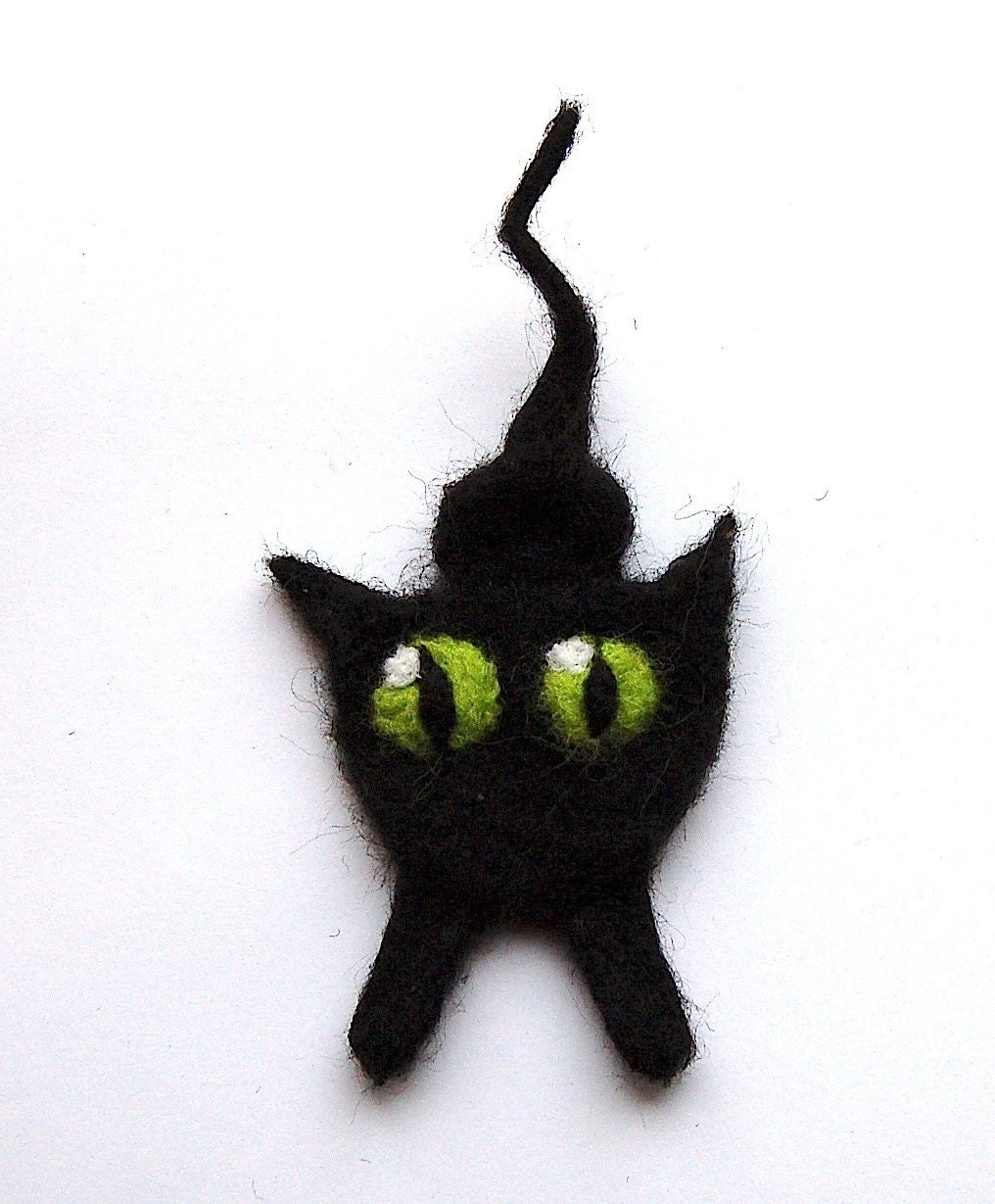Felted cat brooch, needle felted wool cat, black with green eyes - DeKleineKunstenaar