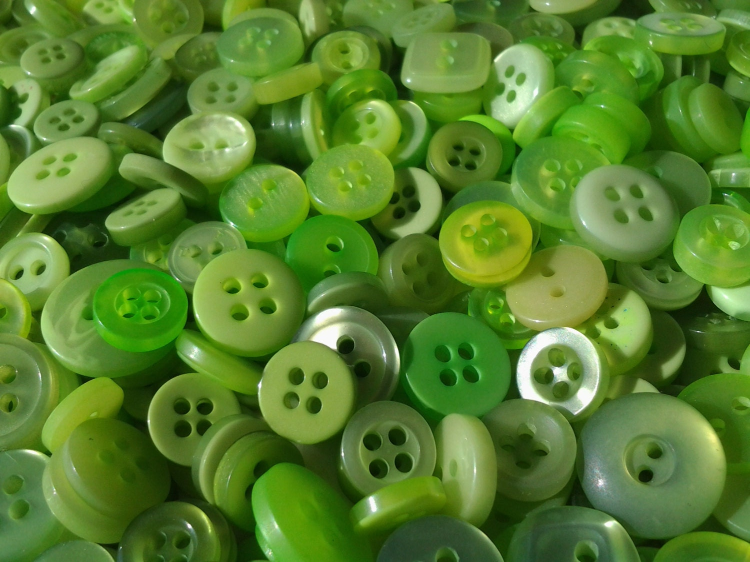 100 Small Assorted Spring Green, Apple Green and Lime Green Buttons, bulk green buttons, no shanks - moggyssupplyshop