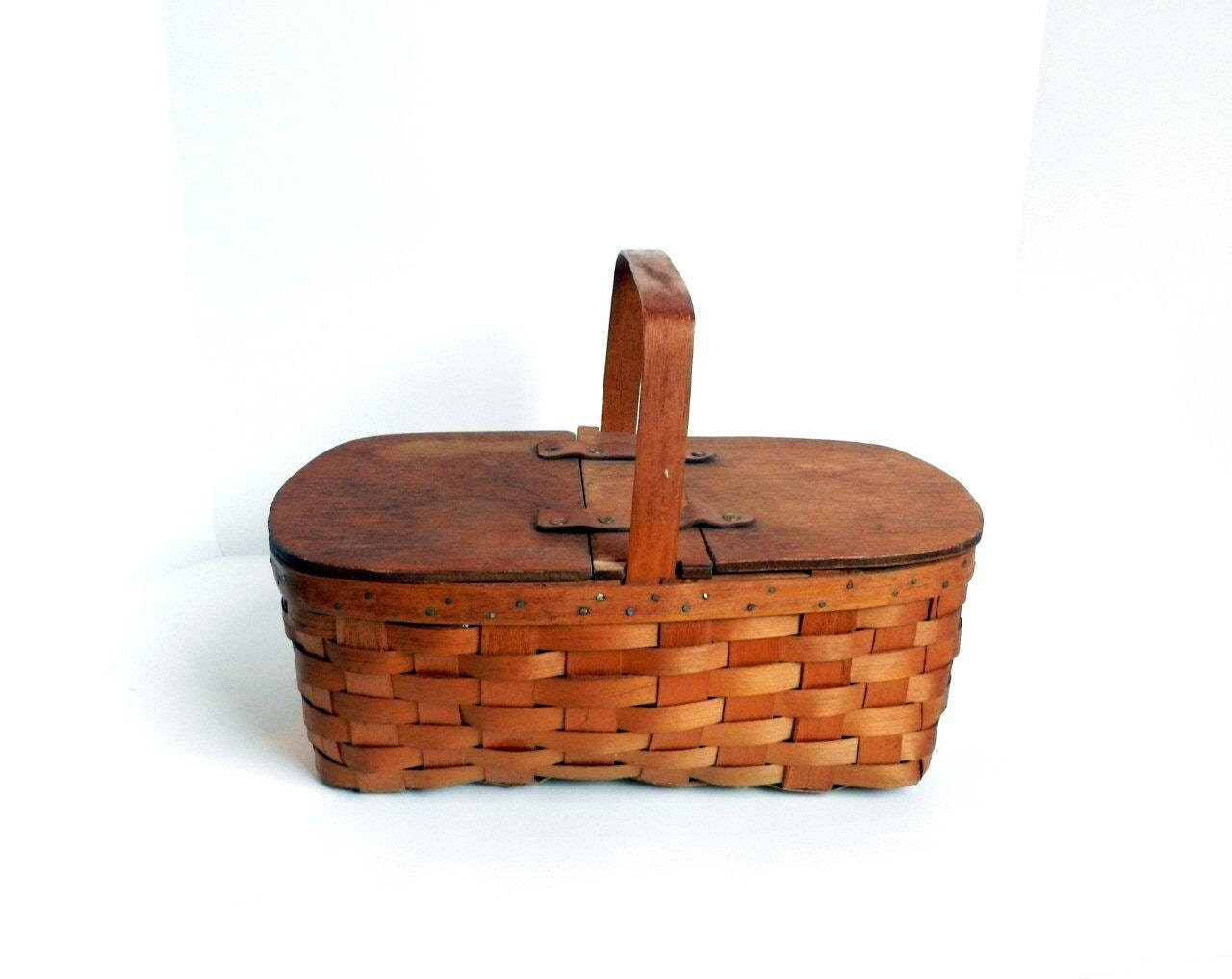 vintage antique small picnic basket with by thevintageshopkeeper. Black Bedroom Furniture Sets. Home Design Ideas