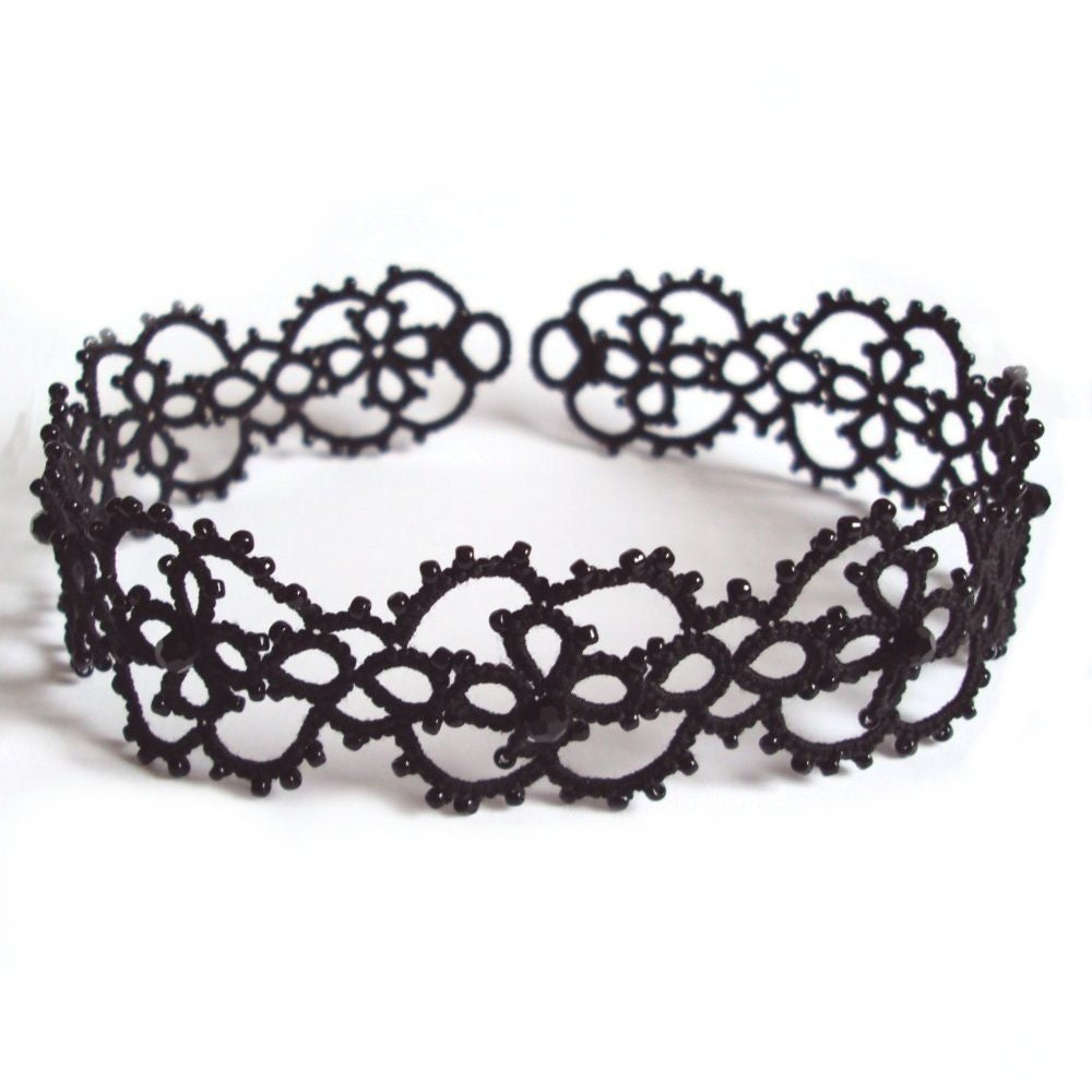 Gothic Choker in Tatting - Cassandra