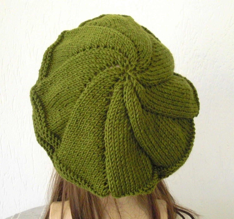 کلاه دست بافت -- کلاه بره کندوی عسل در زیتون سبز -- یکنوع عرقچین کوچک کهمحصلین برسر میگذارند برای زنان دولا دولا راه رفتن زمستان لوازم جانبی کریسمس هدیه کلاه بره فرانسوی پاییز پاییز