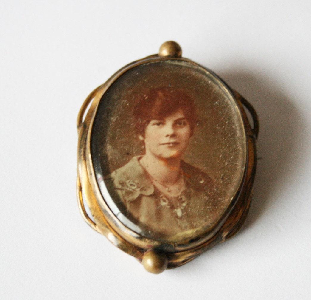 Vintage World War 1 sweetheart brooch.  Locket brooch