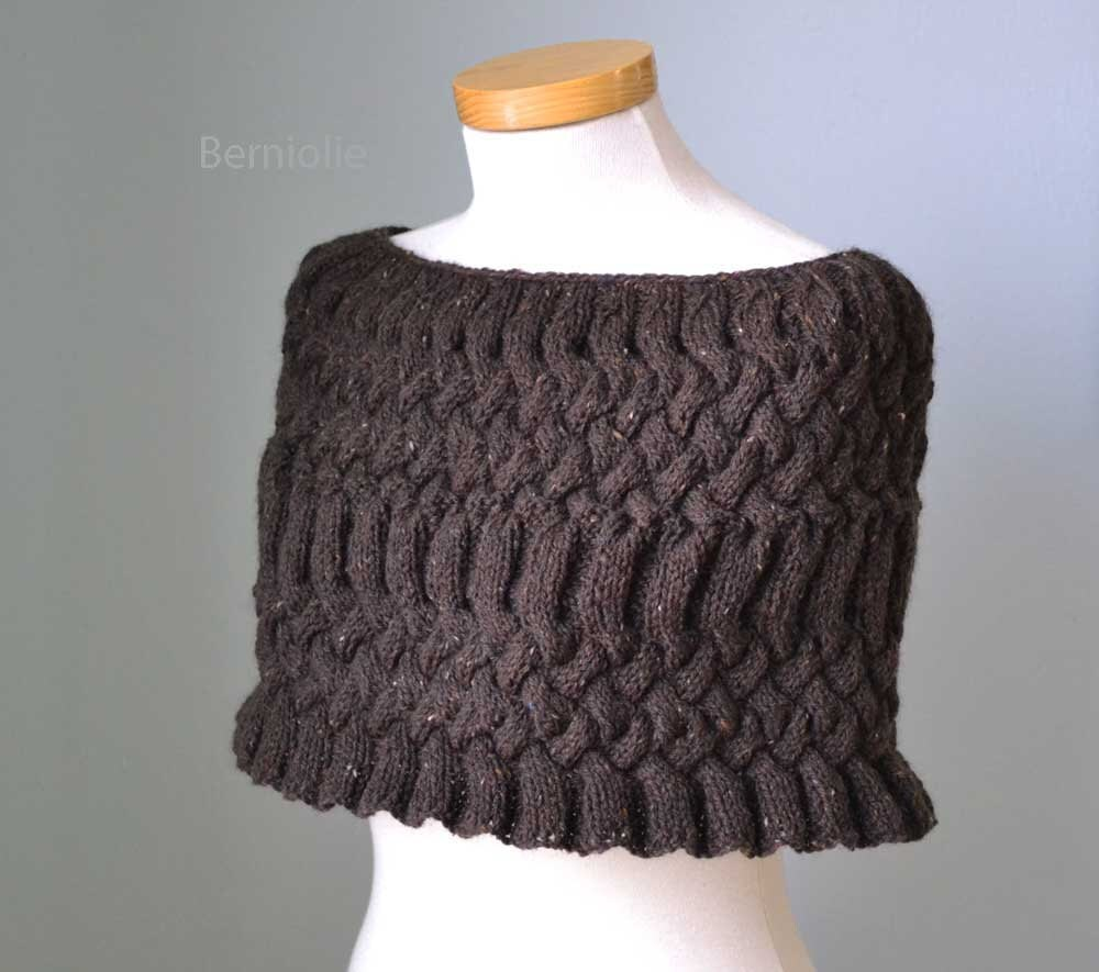 MISS DARCY Knitting capelet pattern PDF by BernioliesDesigns