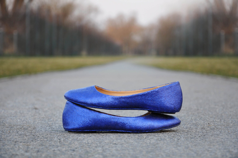 Blue flat shoes