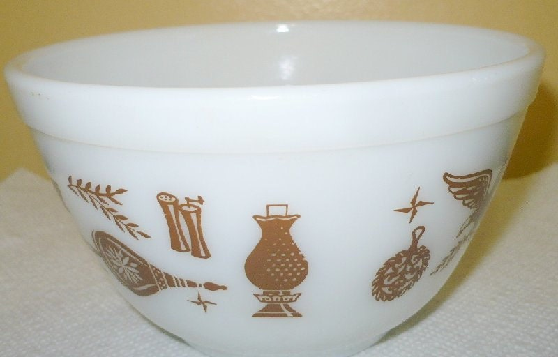 Pyrex Early American - Brown On White - 1 -1/2 Pt. - 401