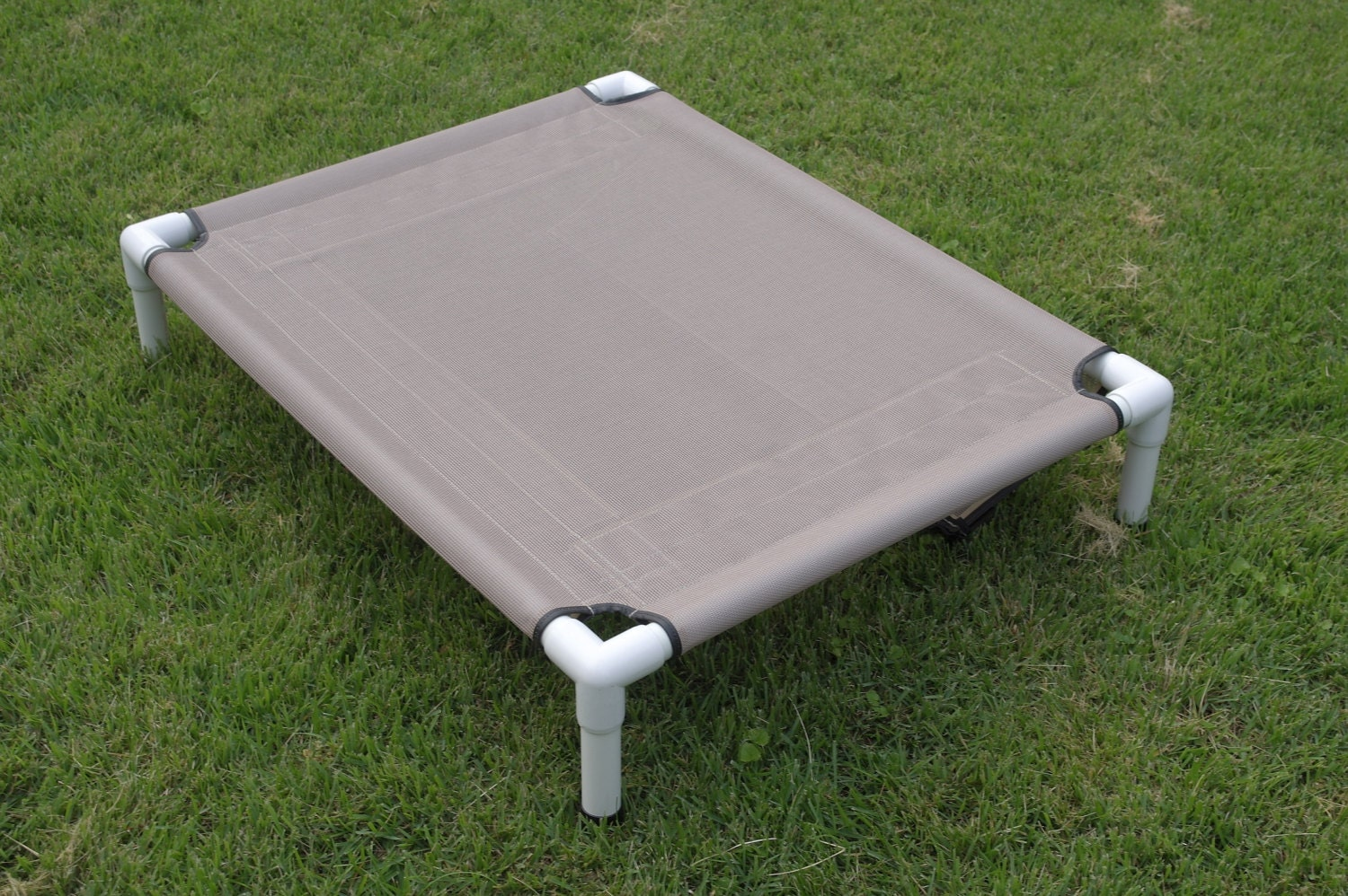 Mesh pet screen pvc dog bed outside dog cot by for Pvc cat bed