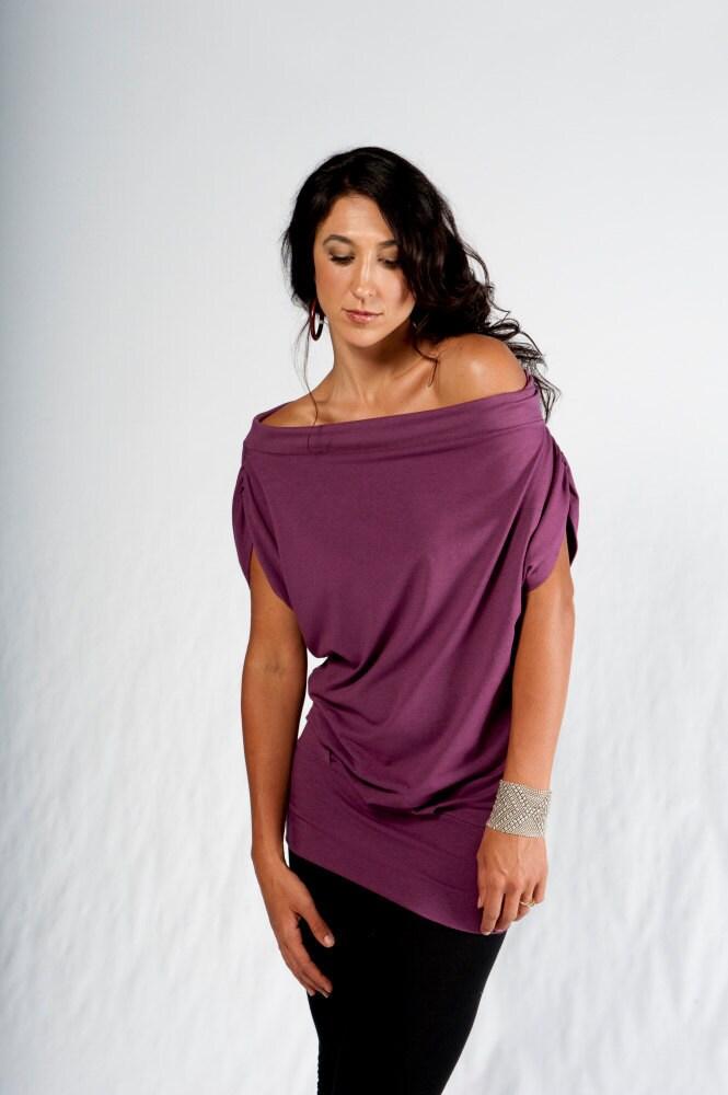 Relaxed shortsleeve shirt- slouchy-Summer Fashion - Womens clothing-Women's fashion -Bohemian- Off the Shoulder- Oversized Shirt- Tee Shirt