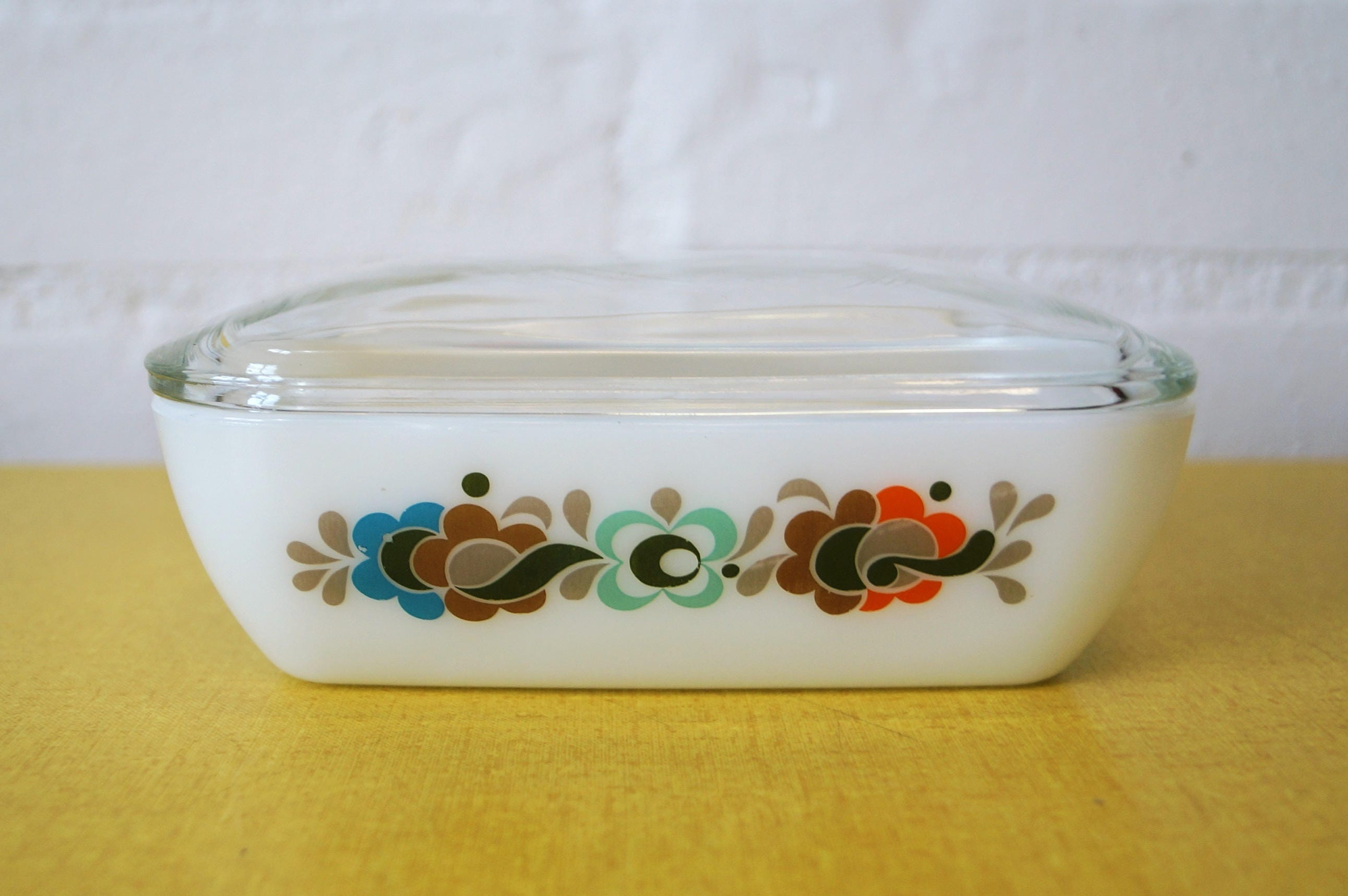 Pyrex Carnaby Tempo butter dish