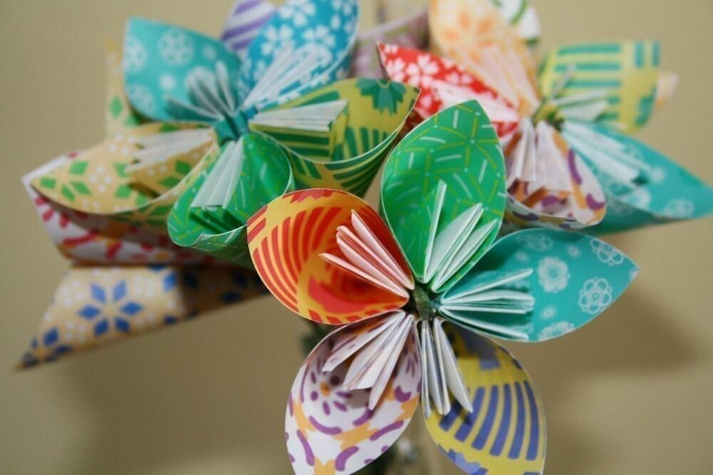 Придумываем яркие и интересные подарки для любимой мамы - рисуем, кроим и клеим объемные открытки из бумаги с.