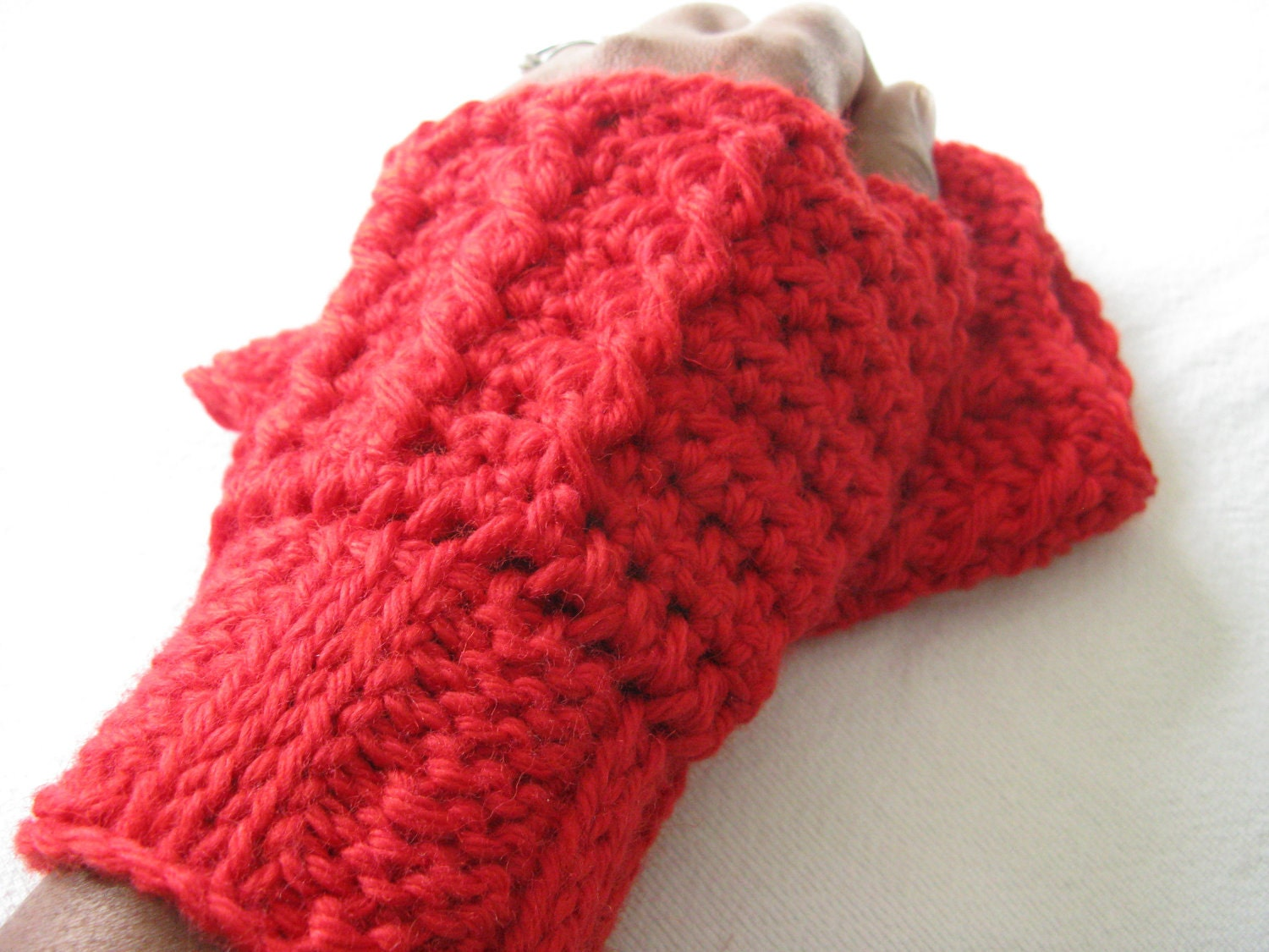 Tiny Cables Crochet Fashion Wristwarmers Pattern - Red - Gift