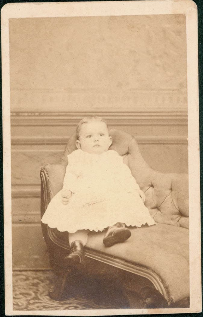 Vintage photo cdv little girl in fainting couch carte by for Small fainting couch