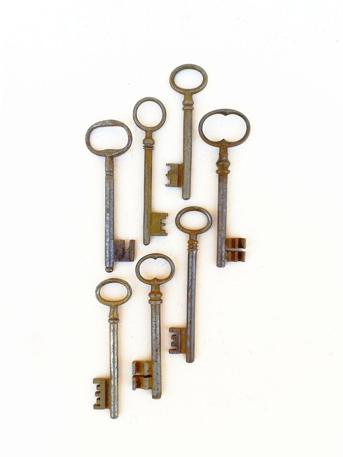 7 KEYS ANTIQUE FRENCH Lot Old Keys Medium Authentic Rusty Keys Country Cottage Style Use them in Steampunk, Jewellery, Art etc. - FrenchMarketFinds