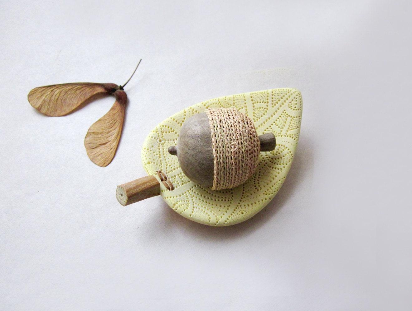 Hand sculpted acorn with a unique leaf bowl, Rustic home decor - plad