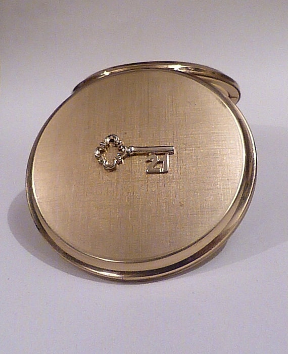 21st birthday gifts for her Stratton compacts key to the door gifts