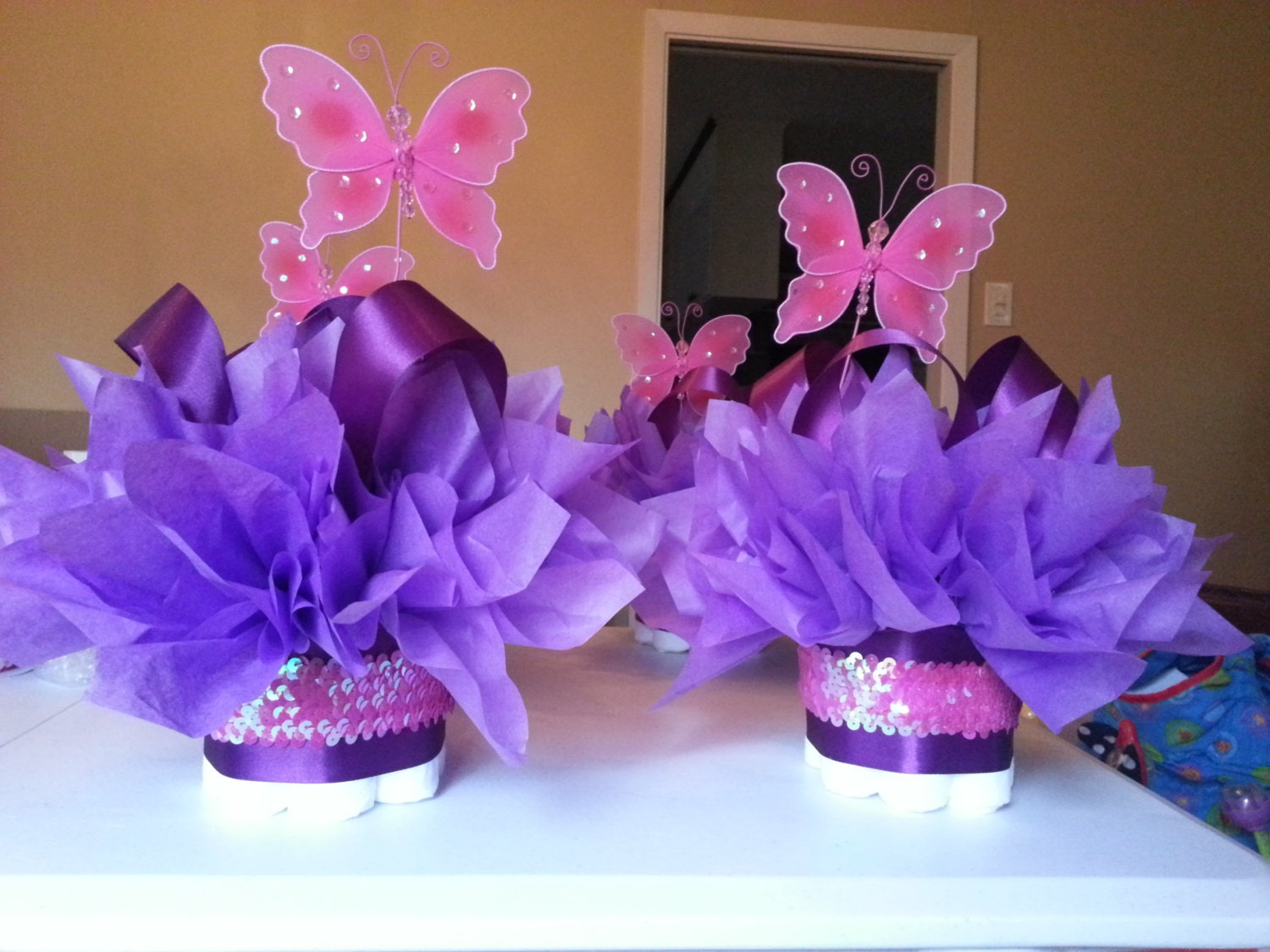 Butterfly mini diaper cakes customize your table by for Baby shower decoration butterfly
